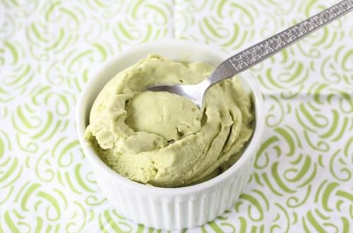 Tự làm kem trái bơ mát lạnh đánh tan nóng hè