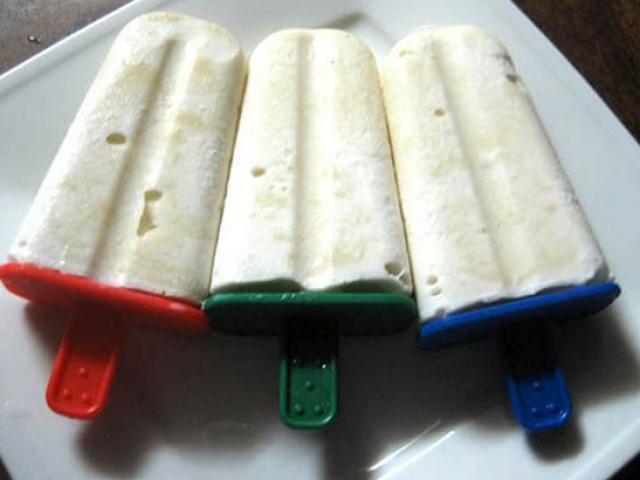 Tự làm kem dưa hấu mát lạnh đánh bay nắng nóng