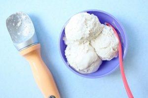 Không cần máy làm kem, 2 bước sau sẽ giúp bạn làm kem dừa cực ngon mát
