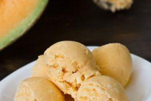 Cách làm kem dưa vàng mát lạnh cực ngon cho ngày nắng nóng