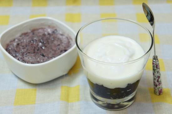 Tự làm sữa chua nếp cẩm tại nhà