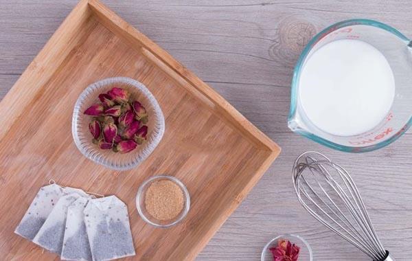 Cách làm trà sữa hoa hồng dịu ngọt lãng mạn cho ngày mưa