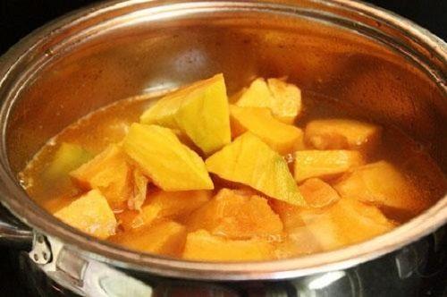 Cách nấu chè bí đỏ đậu xanh thơm ngon hấp dẫn cho ngày hè