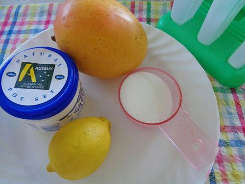 Kem xoài sữa chua cho ngày nắng lên
