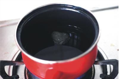 Đun đường phèn với nước theo thỉ lệ 5: 3
